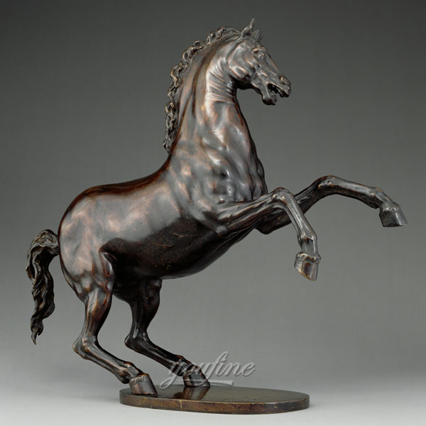 famous horse racing statue designs Amazon