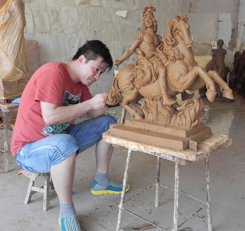 clay mold for bronze horse statue